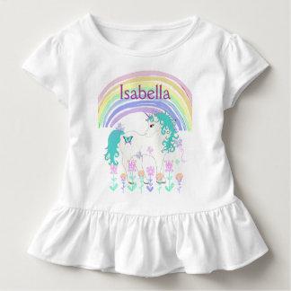 名前入りなピンクおよびTeaUnicornおよび虹のワイシャツ トドラーTシャツ
