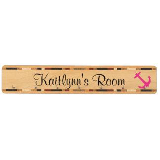 名前入りなピンクのいかりのカスタムなモノグラムの鍵の棚 カエデ キーフック