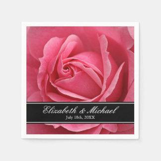 名前入りなピンクのバラの結婚 スタンダードカクテルナプキン
