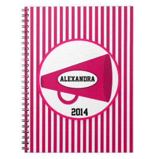名前入りなピンクのメガホンおよびピンクのストライプ ノートブック