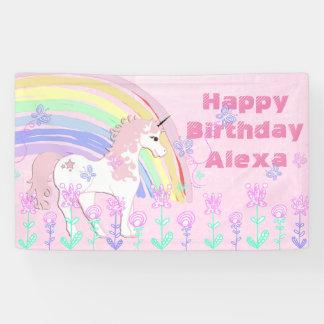 名前入りなピンクのユニコーンの虹の誕生日の旗 横断幕