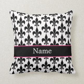 名前入りなピンクの黒い(紋章の)フラ・ダ・リの装飾用クッション クッション