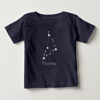 名前入りなベビーの山羊座の(占星術の)十二宮図の星座 ベビーTシャツ