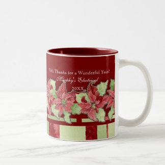 名前入りなメリークリスマスのポインセチアビジネス ツートーンマグカップ