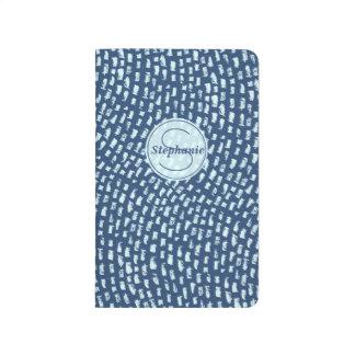名前入りなモノグラムの青い織り目加工のダッシュのデザイン ポケットジャーナル