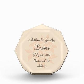 名前入りなモモの結婚祝いの想い出の品のプラク 表彰盾