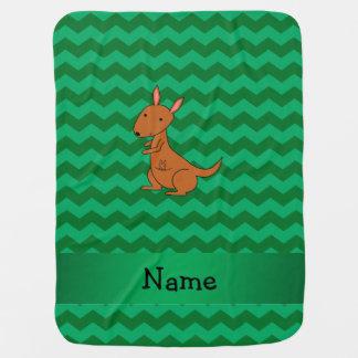 名前入りな一流のカンガルーの緑のシェブロン ベビー ブランケット