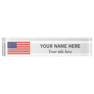 名前入りな一流のタイトルの愛国心が強いアメリカ人米国の旗