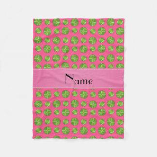 名前入りな一流のピンクのテニス・ボールパターン フリースブランケット