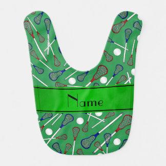 名前入りな一流の緑のラクロスパターン ベビービブ
