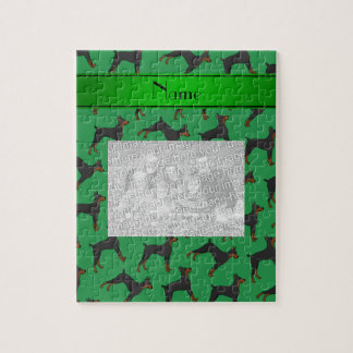 名前入りな一流の緑の(犬)ドーベルマン・ピンシェル ジグゾーパズル