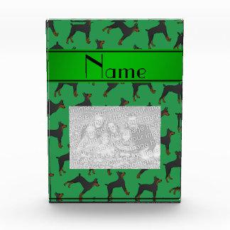 名前入りな一流の緑の(犬)ドーベルマン・ピンシェル 表彰盾
