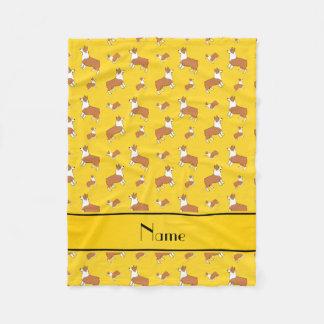 名前入りな一流の黄色いウェルシュコーギーのペンブローク犬 フリースブランケット