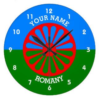 名前入りな公式のRomanyのジプシーの旅行者の旗 ラージ壁時計