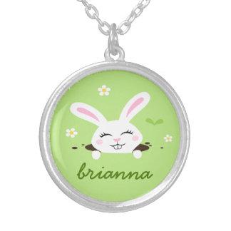 名前入りな名前をかいま見るかわいいバニーウサギ シルバープレートネックレス
