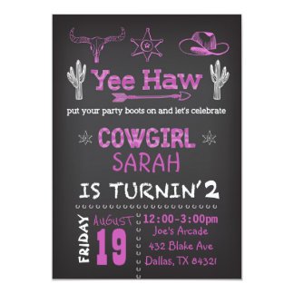 名前入りな女性のカーボーイの誕生日のパーティの招待状 カード