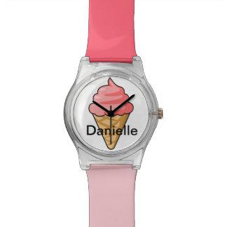 名前入りな子供のピンクのアイスクリームコーンの名前の腕時計 腕時計