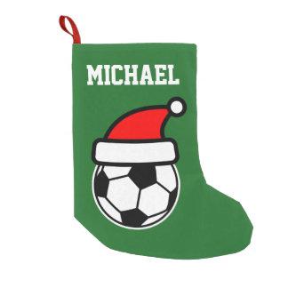 名前入りな子供の赤い緑のサッカーボールのサンタの帽子 スモールクリスマスストッキング