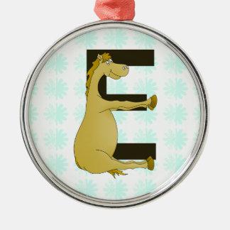 名前入りな子馬のモノグラムの手紙E メタルオーナメント
