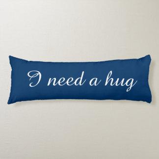 名前入りな文字の青い体の枕|私は抱擁を必要とします ボディピロー