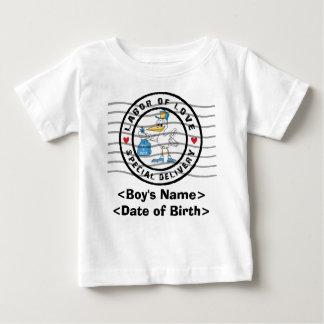 名前入りな新生児の男の子の発表のTシャツ ベビーTシャツ