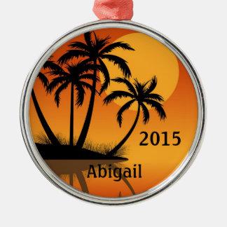 名前入りな日没およびヤシの木の熱帯ビーチ メタルオーナメント