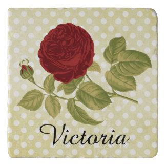 名前入りな旧式な赤いバラの羊皮紙の水玉模様 トリベット