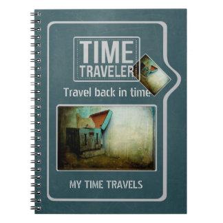 名前入りな時間の旅行者のぼろぼろの青い箱 ノートブック