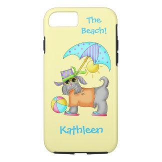 名前入りな服を着せられたビーチまたはプール犬の黄色の名前 iPhone 8/7ケース