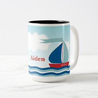 名前入りな水波の赤く及び青のヨット ツートーンマグカップ