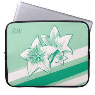名前入りな波の緑およびクリーム色の近代美術Lilly ラップトップスリーブ