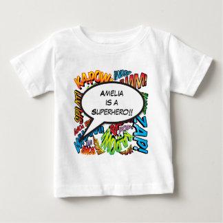 名前入りな漫画本のポップアートのスピーチの泡 ベビーTシャツ