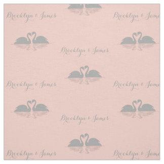 名前入りな灰色の白鳥のモモの結婚式の生地 ファブリック