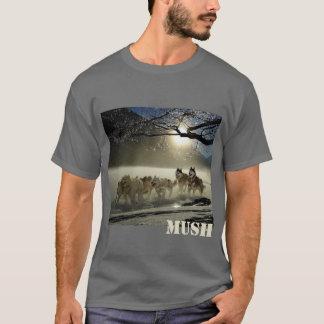 名前入りな犬のそりのチームイメージの粥 Tシャツ