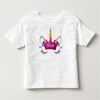名前入りな第3誕生日によって戴冠させるユニコーンのワイシャツ トドラーTシャツ