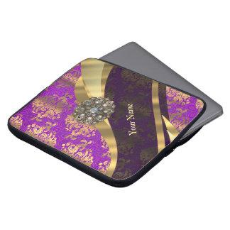 名前入りな紫色のダマスク織パターン ラップトップスリーブ