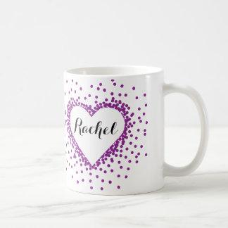 名前入りな紫色の紙吹雪のハートのマグ コーヒーマグカップ