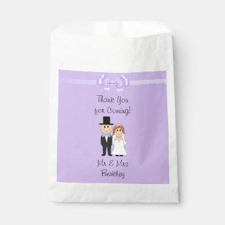 名前入りな紫色の花嫁及び新郎キャンデーのバッグ フェイバーバッグ