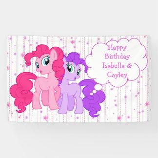 名前入りな紫色及びピンクの子馬は誕生日を結び付けます 横断幕