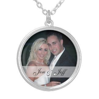 名前入りな結婚式の写真の銀によってめっきされるネックレス シルバープレートネックレス