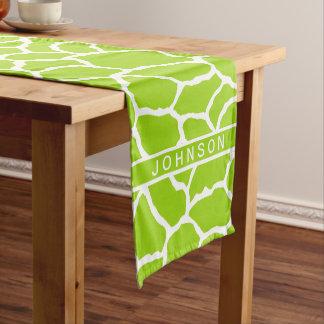 名前入りな緑の白いキリンの皮パターン ショートテーブルランナー