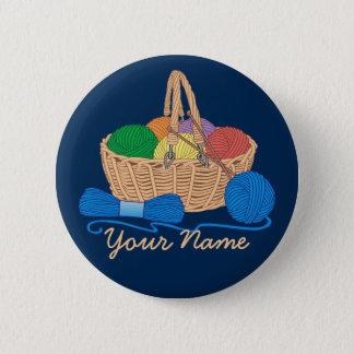 名前入りな編み物カラフルなヤーンのバスケット 缶バッジ