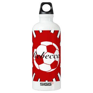 名前入りな赤と白のサッカーのデザイン ウォーターボトル