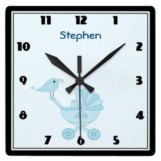 名前入りな赤ん坊およびお母さんのブルーバードの養樹園 スクエア壁時計