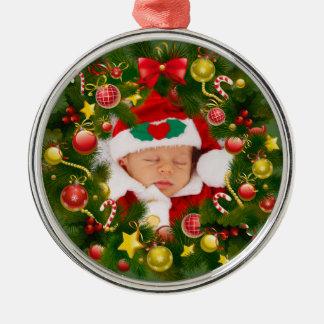 名前入りな赤ん坊のクリスマスのリースの木のオーナメント メタルオーナメント