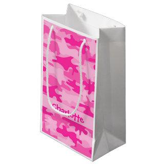 名前入りな赤紫のピンクのカムフラージュの名前 スモールペーパーバッグ