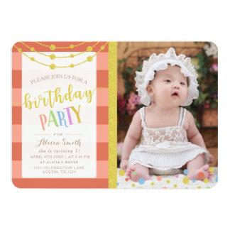 名前入りな金ゴールドの魅力的なグリッターの子供の誕生日のパーティー カード