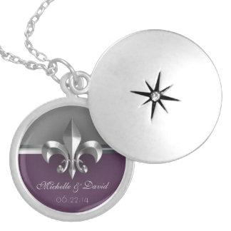 名前入りな銀製の(紋章の)フラ・ダ・リの記念品 シルバープレートネックレス