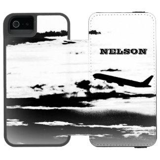 名前入りな雲かジェット機の飛行機のパイロットの上 INCIPIO WATSON™ iPhone 5 財布 ケース