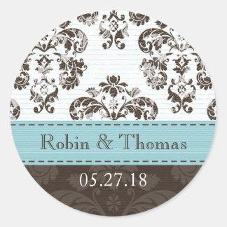名前入りな青およびブラウンのダマスク織の結婚式 丸形シールステッカー